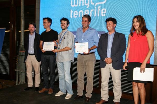Carlos Alonso (i) presidió la entrega de los premios a los proyectos más innovadores de la TLP. / DA