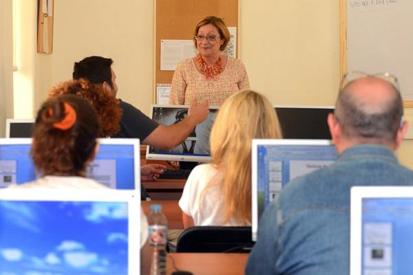 Todos los participantes reciben clases de inglés e informática. / SERGIO MÉNDEZ