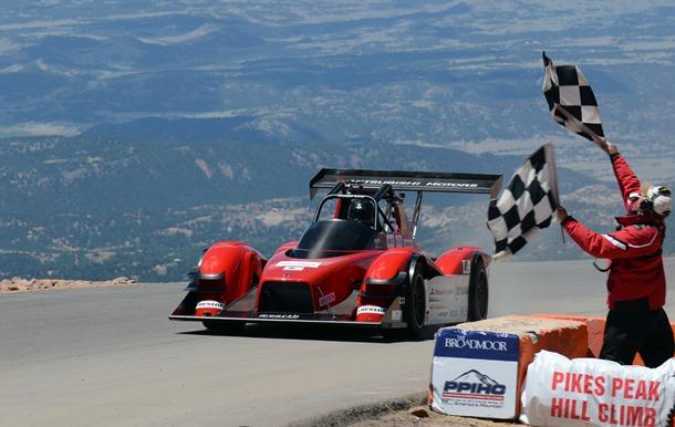 victoria de Mitsubishi Motors en Pikes Peak