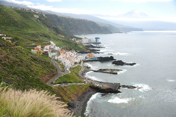 Una de las rutas recorre la zona de Mesa del Mar y el castillo de la familia del pintor Óscar Domínguez.   DA