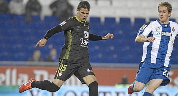 El central Hugo Álvarez (i), nuevo jugador tinerfeñista, pasará hoy el reconocimiento médico. / DA