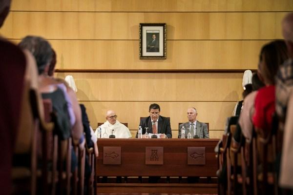 El acto del pregón tuvo lugar en el salón de plenos del Ayuntamiento de Candelaria. | ANDRÉS GUTIÉRREZ