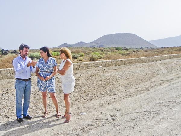 Alonso, Castro y De León visitaron el camino de El Socorro. / DA