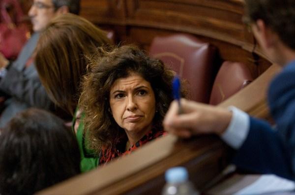 La diputada regional Gloria Gutiérrez, en su escaño del Grupo Socialista.   FRAN PALLERO