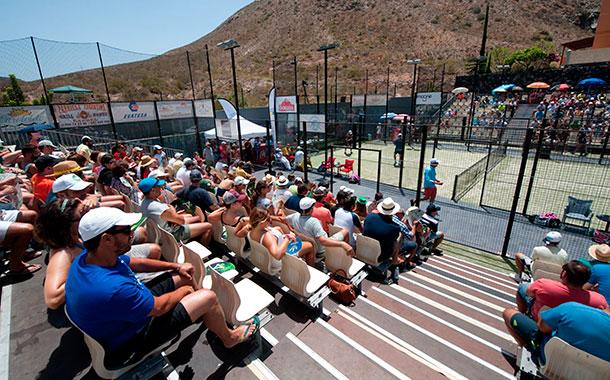 La primera edición del torneo Gula Summer Pádel Festival finaliza con un espectáculo por todo lo alto en lo deportivo y lo social. / FRAN PALLERO
