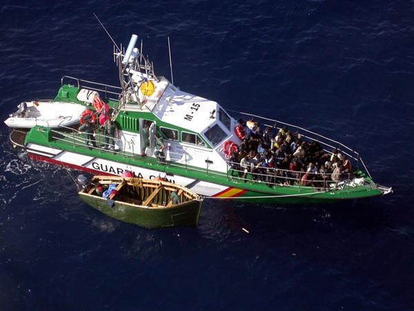 La mayoría de los migrantes detenidos por los cuerpos policiales son magrebíes y subsaharianos. / DA