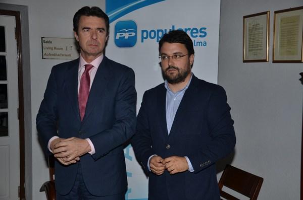 El presidente del PP de Canarias, José Manuel Soria, junto a su número dos, Asier Antona. | DA
