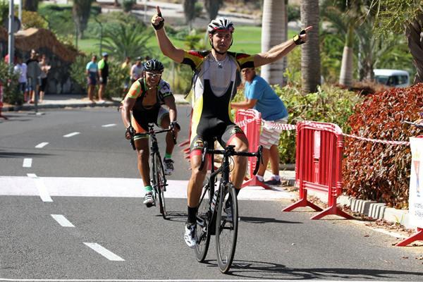 Juani Delgado entra vencedor en la meta de la prueba de ayer. | DA