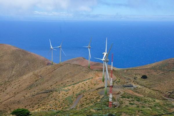 La electricidad obtenida con eólica y la fotovoltaica solo representan aún el 7,6% del total en Canarias. | DA
