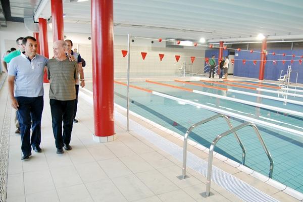 La piscina de las retamas abre sus puertas con 600 for Piscina municipal puerto de la cruz