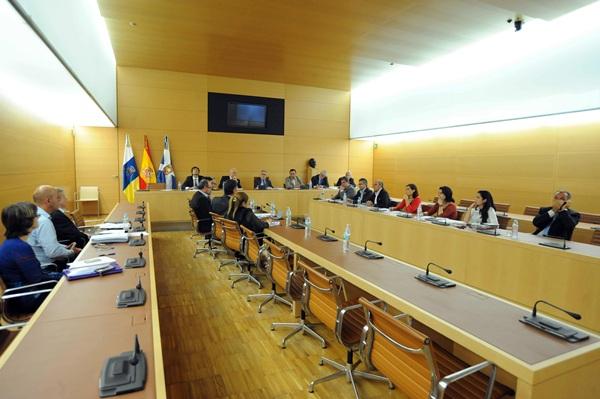 Imagen de archivo de una reunión conjunta de la Fecam y la Fecai, en Tenerife. / DA