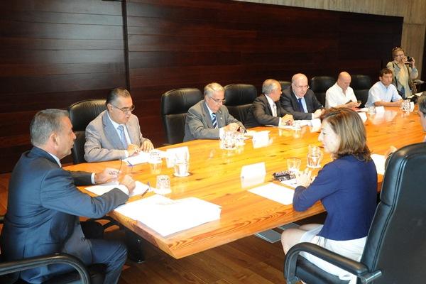 Paulino Rivero preside una reunión del Gobierno canario con los agentes económicos y sociales. | DA