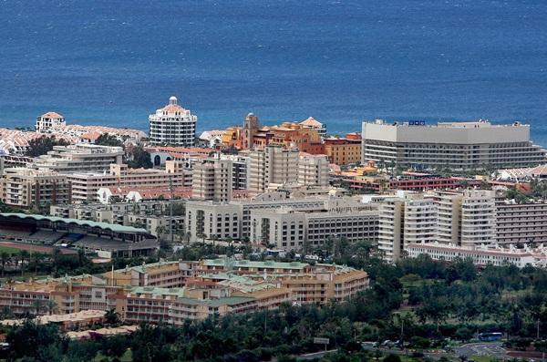 Complejo hotelero en una zona turística del sur de Tenerife. / DA