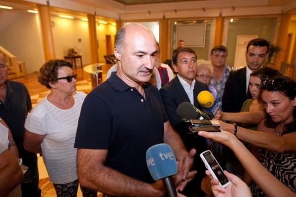 Gabriel Rodríguez atendió a los medios de comunicación junto José Manuel Bermúdez y José Díaz. / F. PALLERO