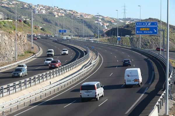 El objetivo es conservar el estado de las carreteras que dependen de la Corporación insular. | SERGIO MÉNDEZ