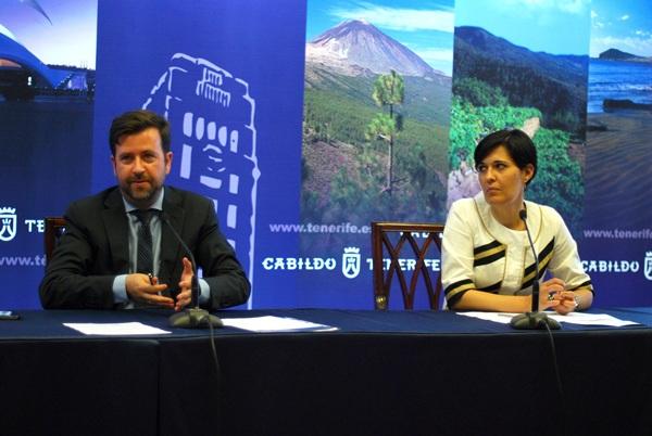 El presidente del Cabildo de Tenerife, Carlos Alonso, y la consejera de Deportes, Cristo Pérez. / DA
