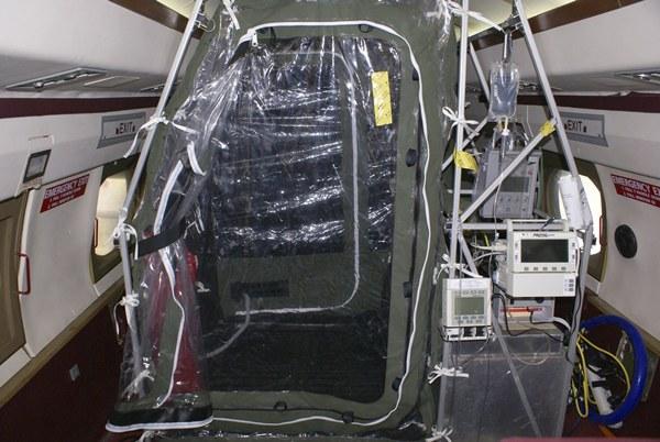Los traslados se realizan en cámaras en aviones medicalizados. | REUTERS