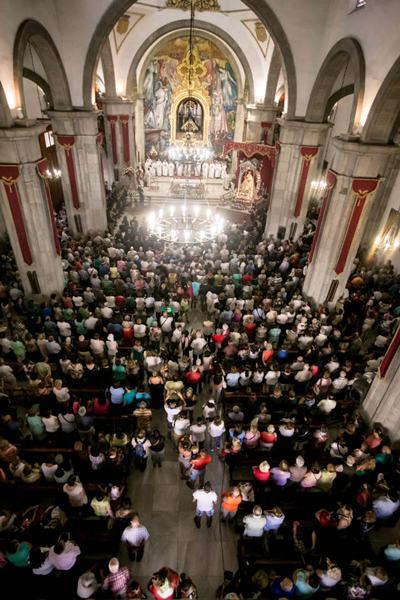 Miles de files acudieron a la cita con la Patrona de Canarias. / ANDRÉS GUTIÉRREZ