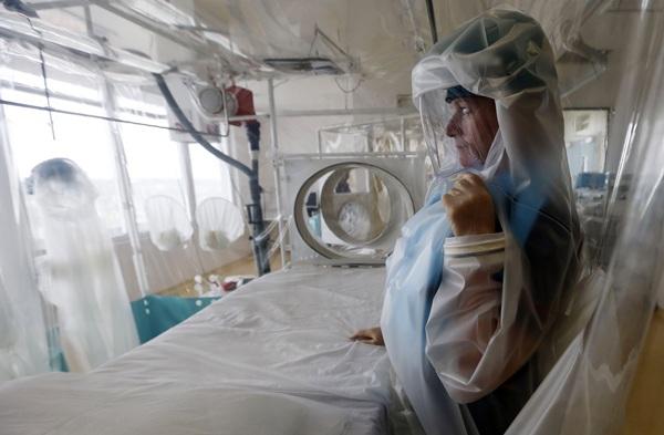 Los enfermos son ingresados en unidades de aislamiento. / reuters