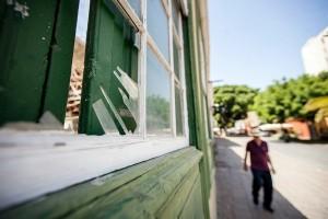 Algunos de los edificios presentan serios desperfectos. / ANDRÉS GUTIÉRREZ
