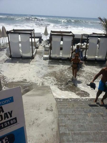 Playa de Fañabé inundada. / DA