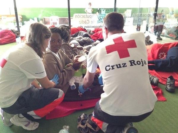 La Cruz Roja atendió a los inmigrantes. / CRUZ ROJA