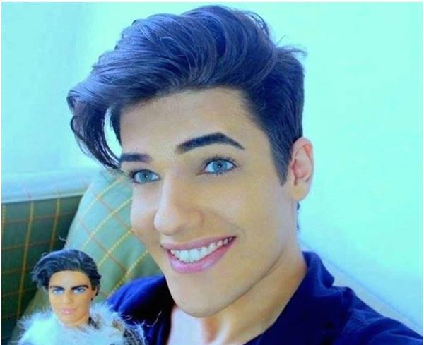 Celso Santebañes, el nuevo Ken compartió este selfie en su perfil de Facebook. / DA