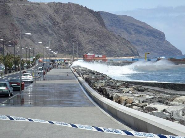Los surfistas señalan que el fenómeno que sufre San Andrés se origina en el hemisferio sur. | S. MÉNDEZ