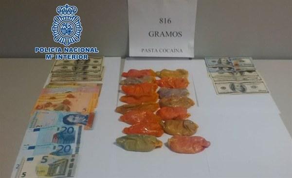 La droga y el dinero incautados por la Policía. | DA