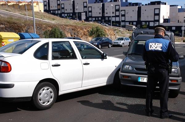 El servicio de atestados de la Policía Local trabaja para que las cifras de accidentes siguen bajando. / DA