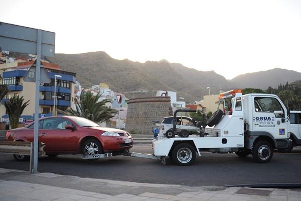 La retirada de vehículos lleva dos años sin concesionario oficial. | DA
