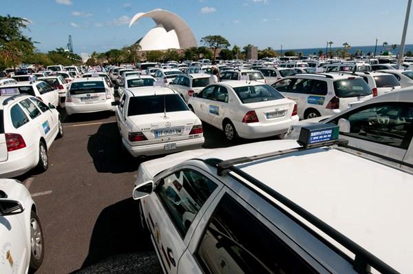 Los taxistas, durante una de las protestas celebradas en el área metropolitana. | FRAN PALLERO