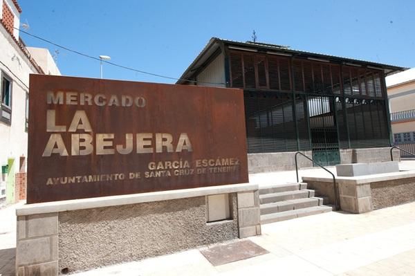El Mercado de la Abejera está en el santacrucero barrio de García Escámez. / FRAN PALLERO