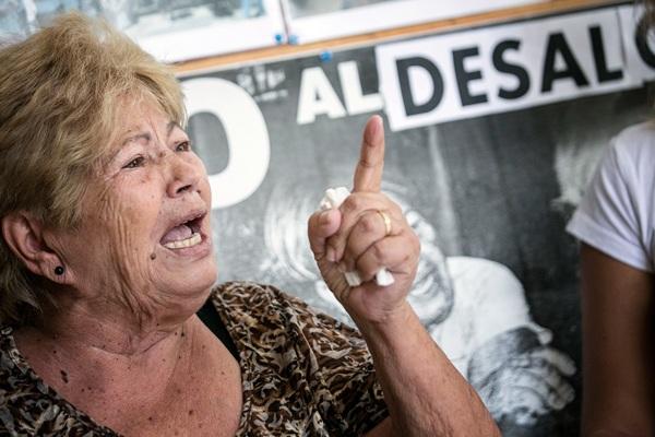 Berta Ferreiro, durante la rueda de prensa que se organizó en la asociación de vecinos El Casco. / A. GUTIÉRREZ
