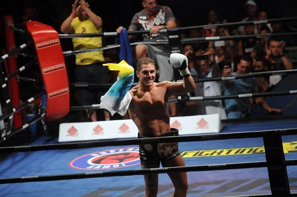Jonay Risco, tras ganar su cinturón mundial. / SERGIO MÉNDEZ
