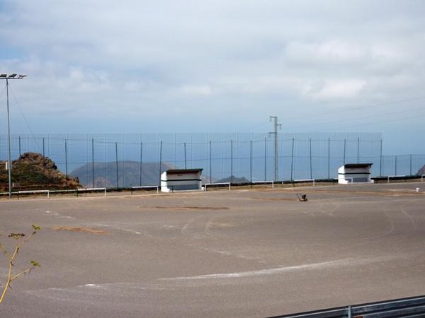 Actual estado del campo de fútbol de El Roque-Genovés, en el municipio de San Miguel. / DA