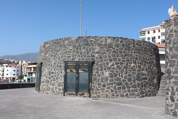Refugio pesquero y Castillo Negro de Candelaria. /  NORCHI