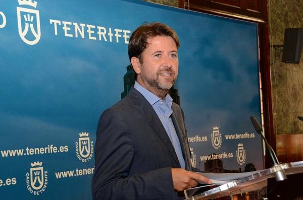 Foto de archivo de El presidente del Cabildo, Carlos Alonso. / DA