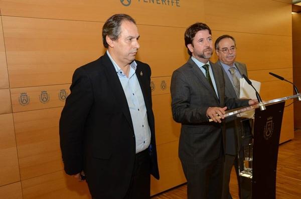 José Luis Delgado, Carlos Alonso y Domingo Berriel, durante una rueda de prensa anterior. / DA