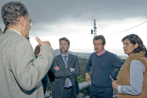 Carlos Alonso y Jesús Morales prometieron ayudas en su visita a la zona dañada en diciembre de 2013. / DA