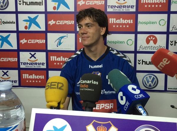 El jugador vasco, atiende a la prensa en El Mundialito. / DA