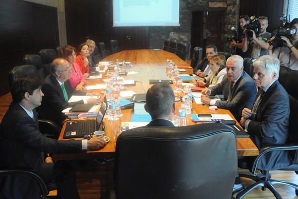 Paulino Rivero preside una reunión del Consejo de Gobierno de Canarias. / DA