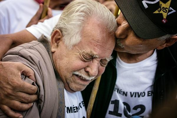 Antonio Méndez, destrozado ayer en el juzgado. / ANDRÉS GUTIÉRREZ