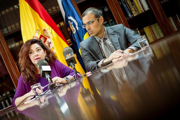 La presidenta de la ZEC, Beatriz Barrera, y el consejero delegado de Proexca, Pablo Martín Carbajal./ ANDRÉS GUTIÉRREZ