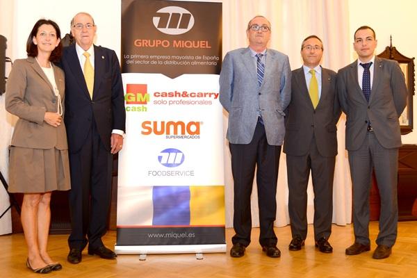 Imagen del presidente y miembros del consejo del Grupo Miquel, durante la en la rueda de prensa. / SERGIO MÉNDEZ
