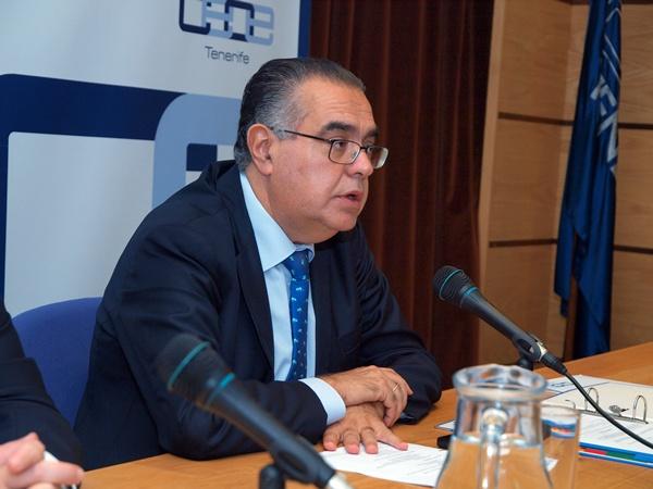 José Carlos Francisco, ayer, durante su intervención en la asamblea de la CEOE-Tenerife. / DA