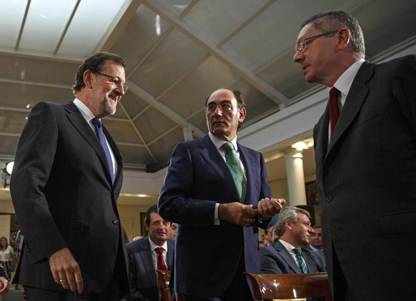 Mariano Rajoy y Ruiz-Gallardón, la semana pasada, con el presidente de Iberdrola, Ignacio Sánchez. /  REUTERS