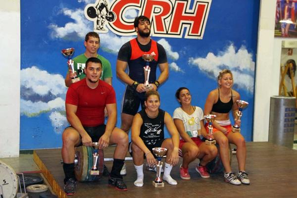 Los representantes locales, con los trofeos conseguidos. / DA