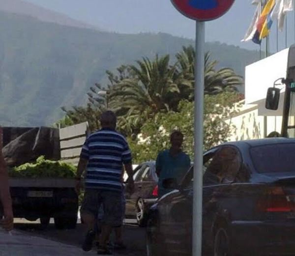 Imagen de la llegada del camión con la droga a la Comisaría. / LOS JARDINEROS