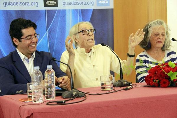 Martín, Pepe Dámaso y Magda Lázaro, durante la presentación de la donación de la obra pictórica. / DA